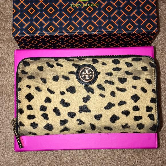 aefc5ee2900d Tory Burch LIMITED EDITION Cheetah Robinson Wallet.  M 5b3ed09012cd4a8a4d2a118d
